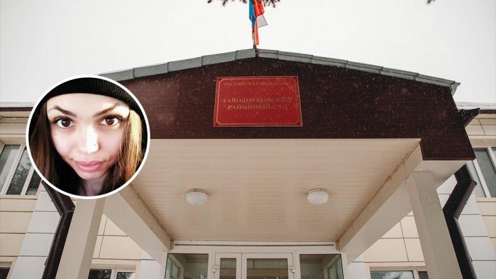 Няню, убившую младенца в Заводоуковске, отправили на лечение. Рассказываем, как прошел суд