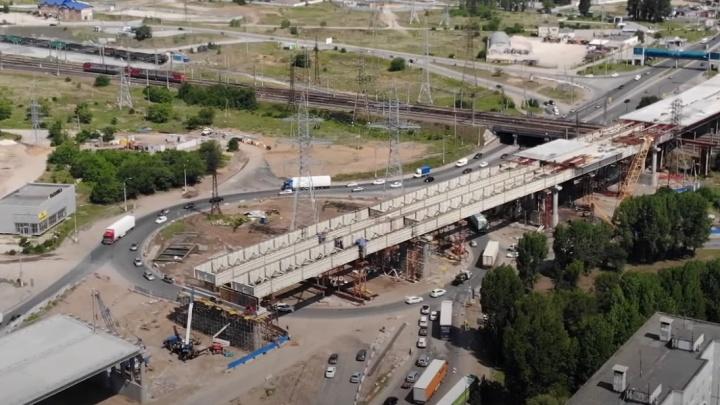 Строители заделали прогал в трёхуровневой развязке у Жигулёвской ГЭС: видео