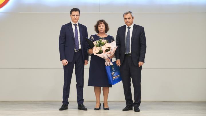 Лучшая работница ТОАЗа получила награду от губернатора
