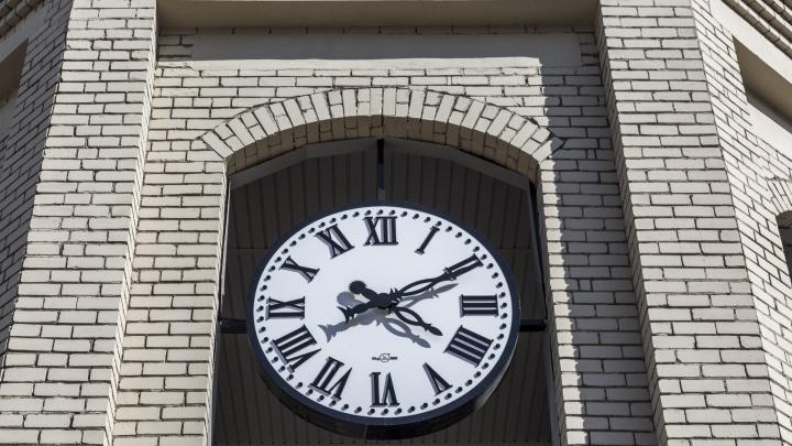 «Перевод часов в Волгограде в восемь раз страшнее коронавируса»: врач-психотерапевт о смене часового пояса