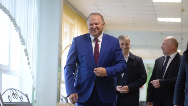 Вдвое меньше, чем у жены: уральский полпред Цуканов раскрыл свои доходы за год