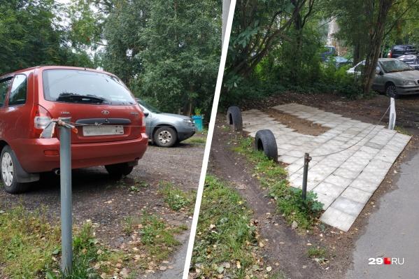На что только не идут автолюбители, чтобы занять место под свою машину: люди не только вкапывают столбики, но и покупают плитку