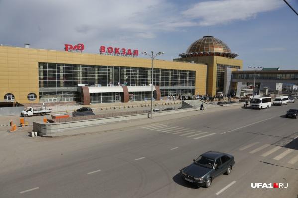"""Уфимский вокзал начали реконструировать в <nobr class=""""_"""">2006 году</nobr>"""