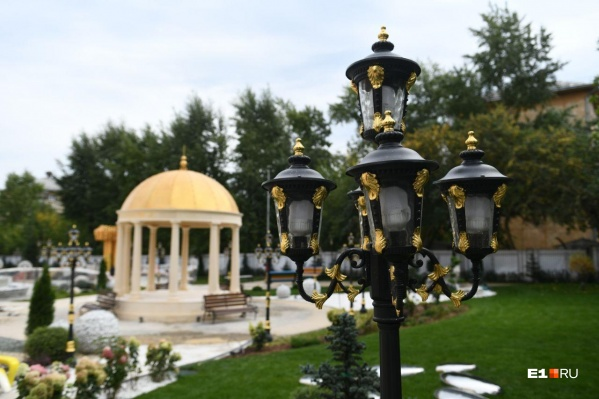 Обычная школа на окраине Екатеринбурга теперь выглядит как роскошный дворец