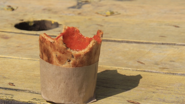 Новосибирцы стали меньше есть: торговля продуктами обвалилась на 10%, а общепит — почти наполовину