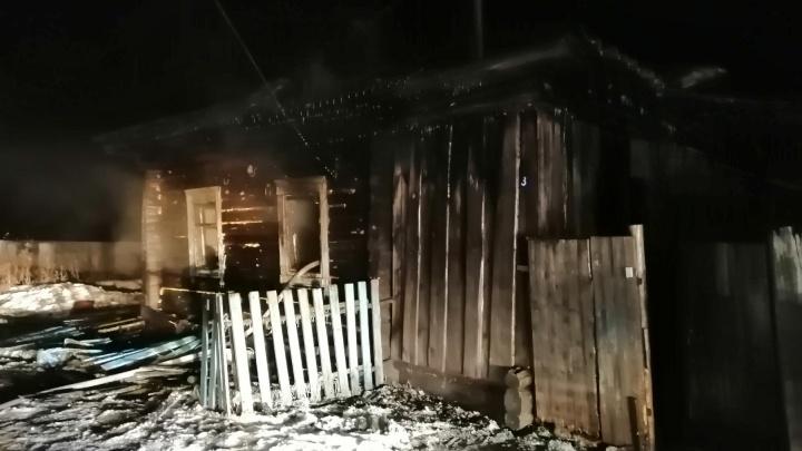 Под Ялуторовском в пожаре погибли трое детей. Мать оставила их дома одних