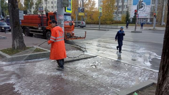 В Перми улицы начали обрабатывать дезинфицирующим средством
