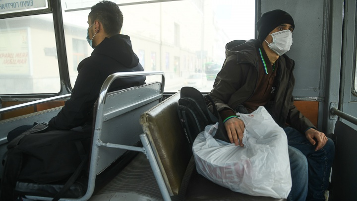 Пассажиров общественного транспорта в Свердловской области обяжут носить маски