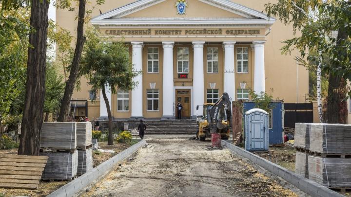 «Это вообще законно?»: на улице Мира в центре Волгограда меняют гранитные бордюры на бетонные