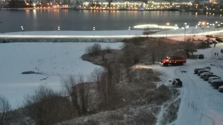 В Краснотурьинске мужчина вытащил провалившегося под лед мальчика