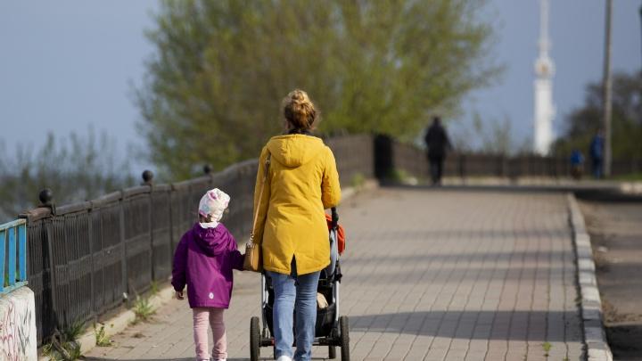 Мамы смогут получить пособия на детей раньше отцов