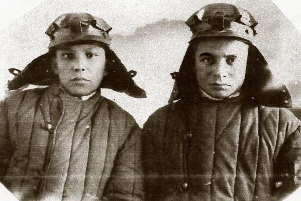 Кашшаф Самигуллин (справа) с товарищем под Ржевом. На нем та самая фуфайка, в которой он был тяжело ранен