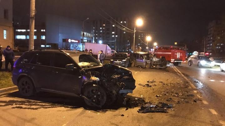 Водитель БМВ был пьян: в полиции рассказали, как чувствуют себя пострадавшие в ДТП на Труфанова