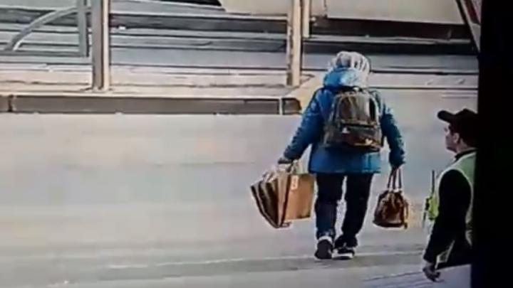Бежала на трамвай: появилось видео, как Yamaha сбил 70-летнюю женщину у «Гринвича»