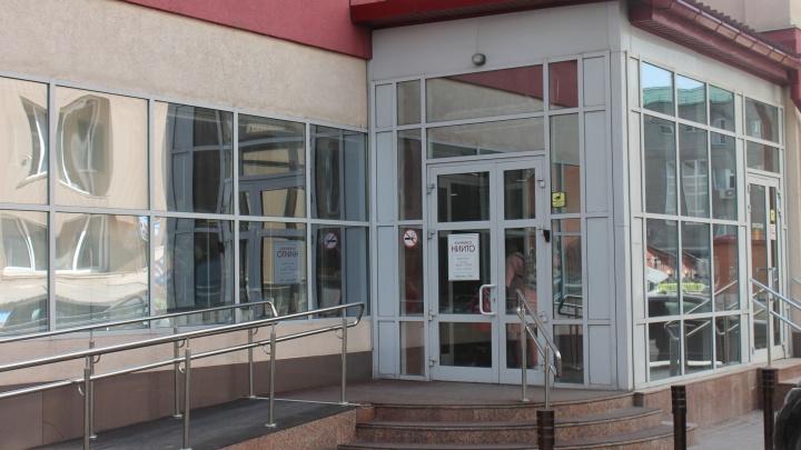 Сотрудники ФСБ опечатали оборудование в НИИТО. Рассказываем, что произошло
