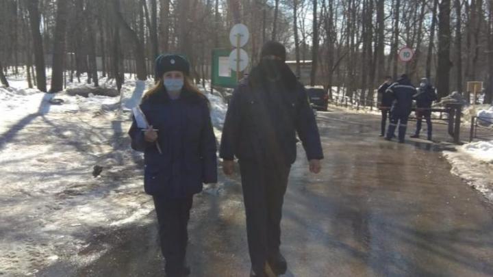 В Уфе чиновники с полицией разогнали отдыхающих в парке, поскольку те нарушили карантин по коронавирусу