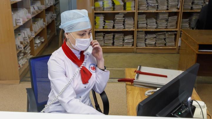 «Они абсолютно безопасны». В Тюмени из больницы выписали трёх пациентов, переболевших коронавирусом