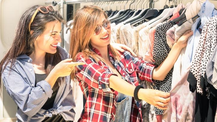 Во-первых, это выгодно, и еще четыре причины начать одеваться в секонд-хендах