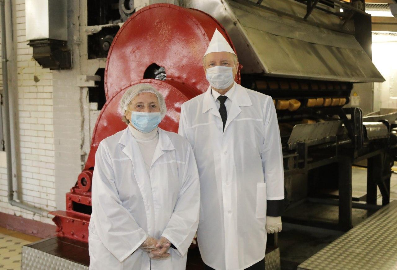 На открытии выставки «Блокадный хлеб» на заводе «Каравай»