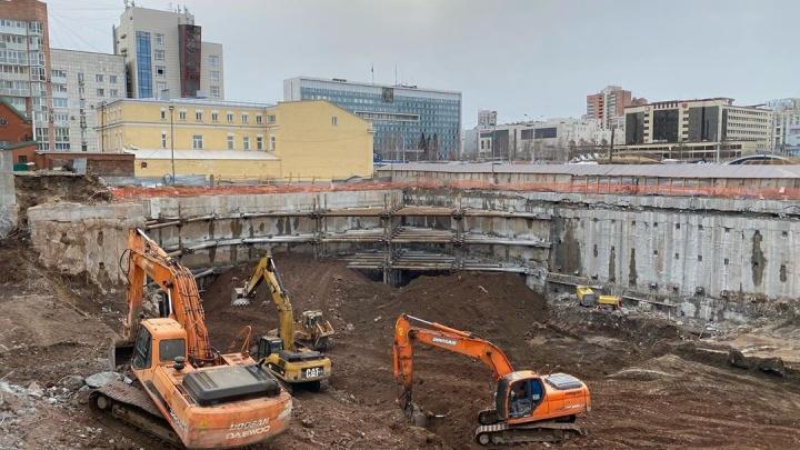 Строительство МФЦ на эспланаде приостановили из-за обвала грунта