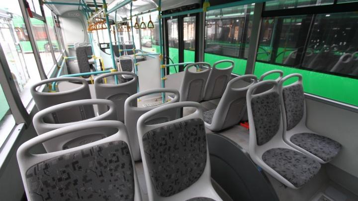 Из-за коронавируса количество пассажиров в общественном транспорте Екатеринбурга упало на треть