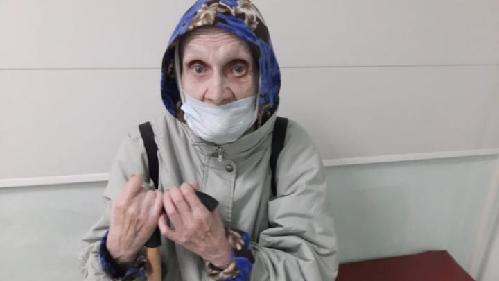 В Красноярске ищут родных бабушки, потерявшей память