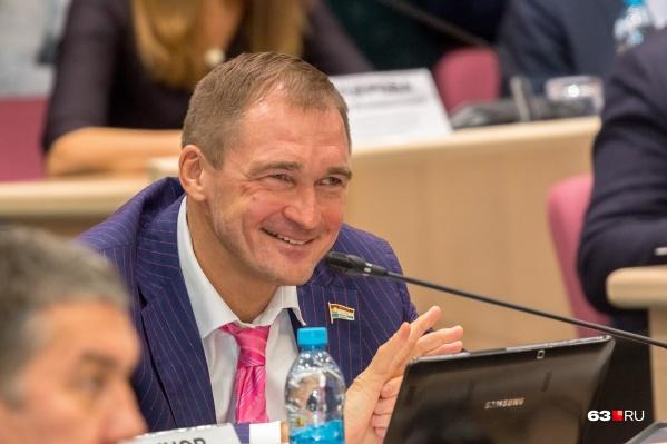 Александр Милеев уже несколько лет официально не ведет никакой бизнес, но его имя всё еще связывают с «Родником»