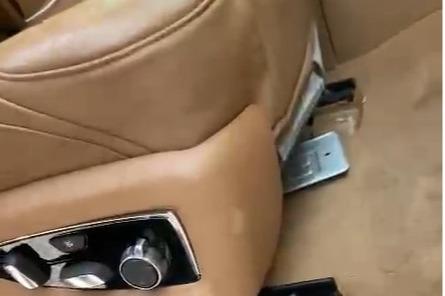 Настоящие номера машины сотрудники компании обнаружили под сиденьем