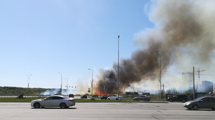 Огромный столб дыма в центре города встревожил челябинцев