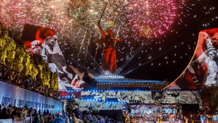 Салют на набережной и концерт Победы на Мамаевом кургане: Волгоград отпраздновал День Победы в закрытом режиме