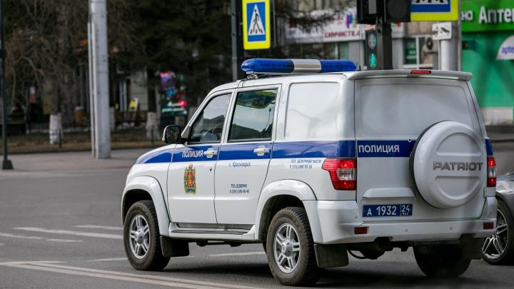 В Красноярске разыскивают убийцу семьи из трех человек: просят помощи у таксистов