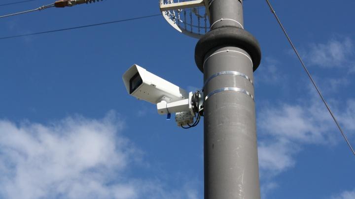 В Екатеринбурге камеры впервые начнут следить за водителями, которые паркуются на остановках