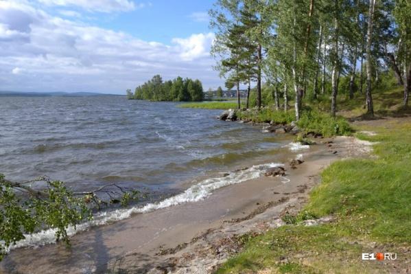 Спокойный и безмятежный этот берег только на фотографии
