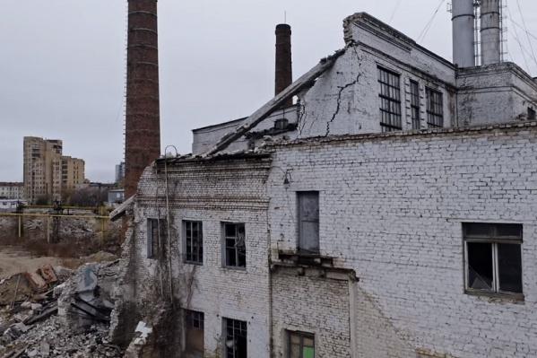 На этот раз мастера высотной съемки поразило, что развалины с этих кадров расположены в самом центре города