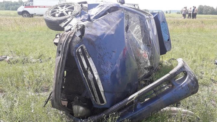 В Зауралье машина вылетела с дороги: погиб человек