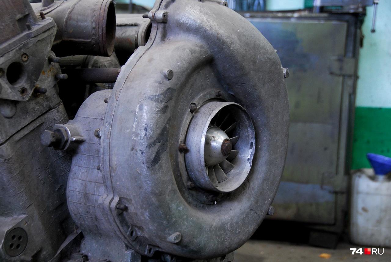 Механический центробежный компрессор дизеля В-46 — прямого потомка В-2. Наддув позволил увеличить мощность в полтора раза