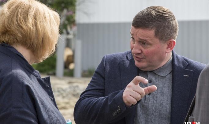 Семь лет без повышения: депутаты заморозили зарплаты волгоградских чиновников