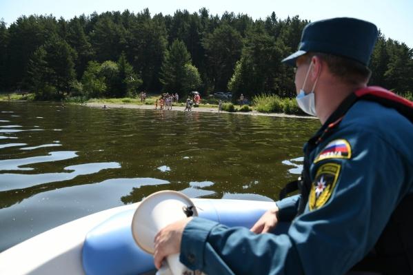 Спасатели следят за безопасностью на воде
