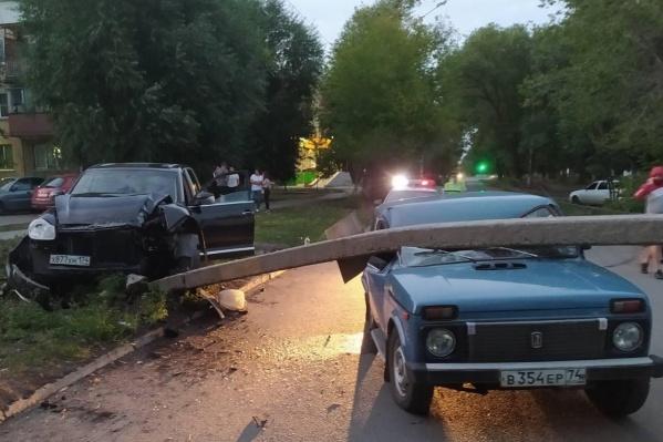 По версии ГИБДД, водительPorsche Cayenne не справился с управлением