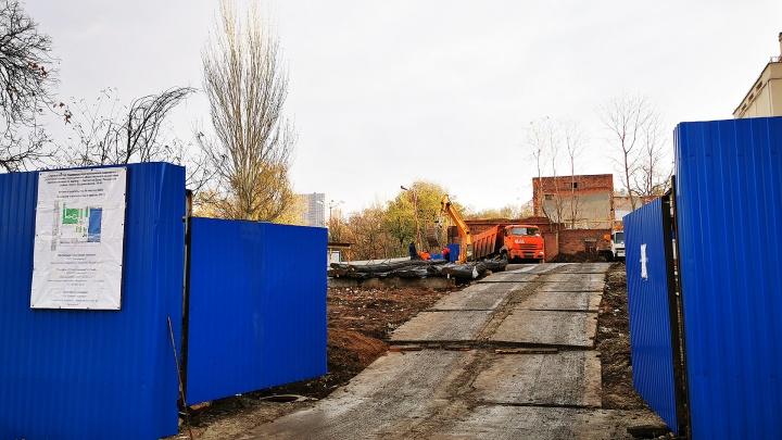 В ростовском парке Горького начали строить многоуровневую парковку