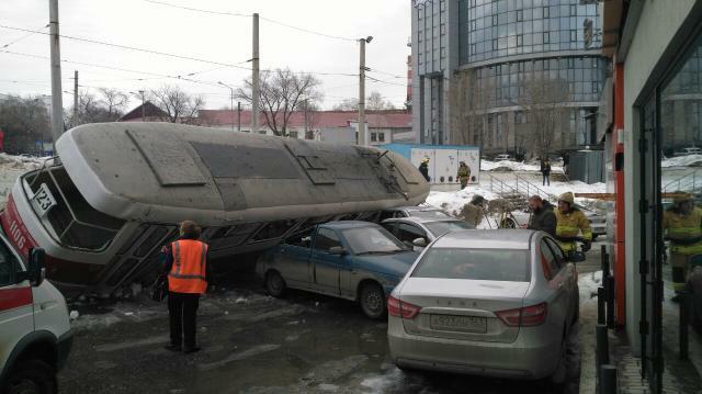«Внутри был кондуктор»: в ТТУ Самары прокомментировали сход трамвая с рельсов на Ново-Садовой