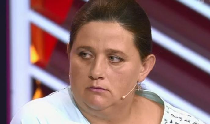 «Я виню себя»: мать, бросившая дочь на остановке под Новосибирском, пришла на Первый канал