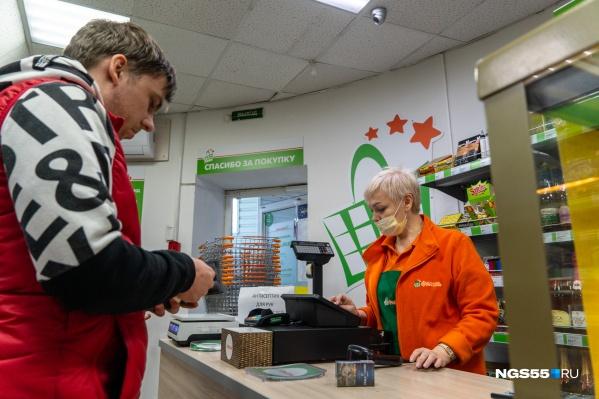 Мужчина просит купить ему сигареты купить электронную сигарету в череповце на