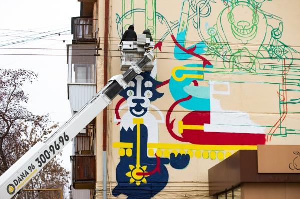 В центре города прямо сейчас создают необычные граффити