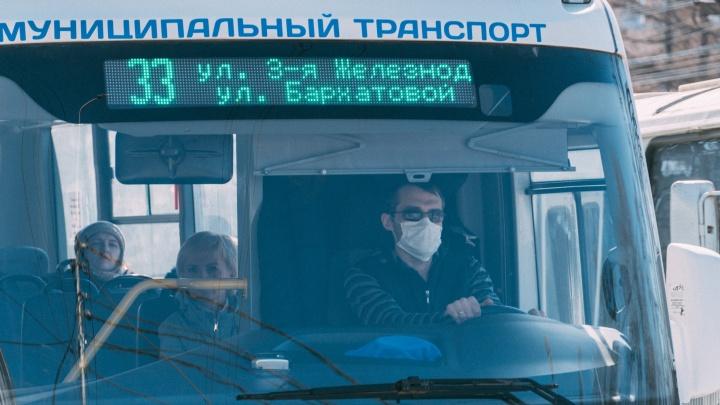 Для водителей и кондукторов в Омске покупают 23 тысячи масок