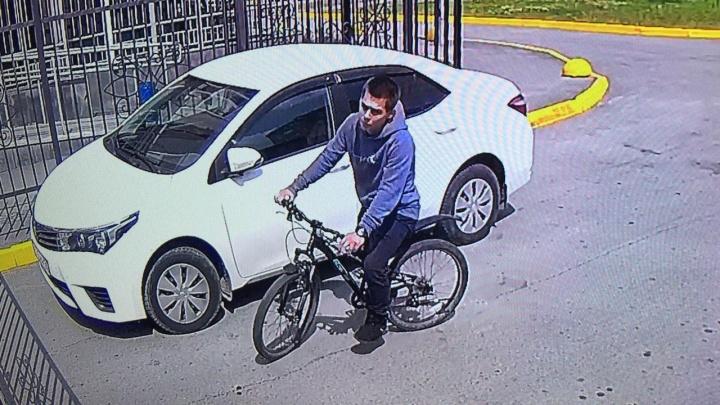 В Екатеринбурге из подъезда с консьержем украли дорогой велосипед