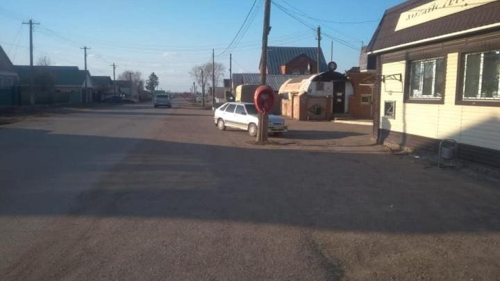В Башкирии пьяный водитель сбил женщину, когда она снимала деньги в банкомате