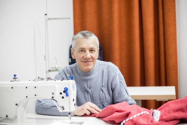 Андрей Самойленко за своим рабочим местом