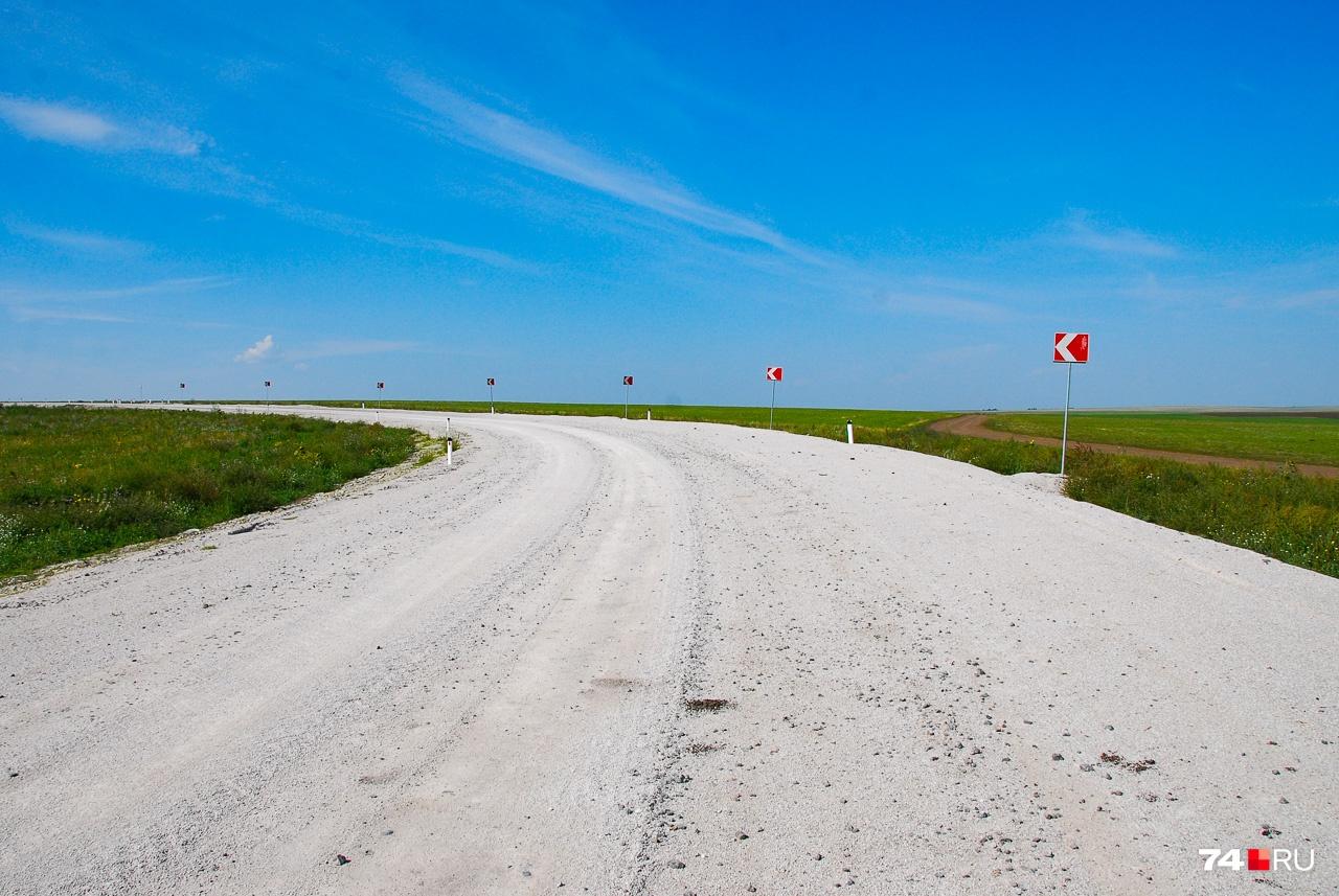 К ферме идёт неплохая дорога: Денис говорит, что её построила область с подачи экс-губернатора Бориса Дубровского