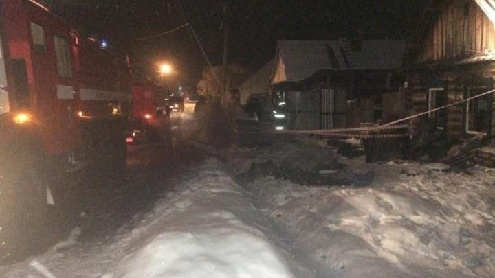 В ночном пожаре в Уяре задохнулись пятеро мальчиков и их мать